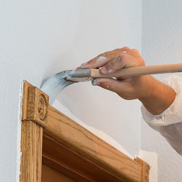 Malowanie ścian isufitów, tapetowanie